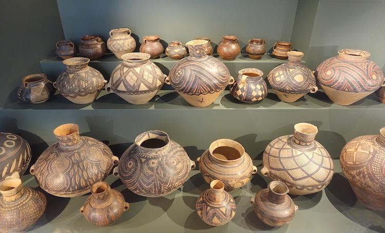 7 Jenis Seni Cina yang Penting dari Tembikar Kuno Hingga Puisi Modern